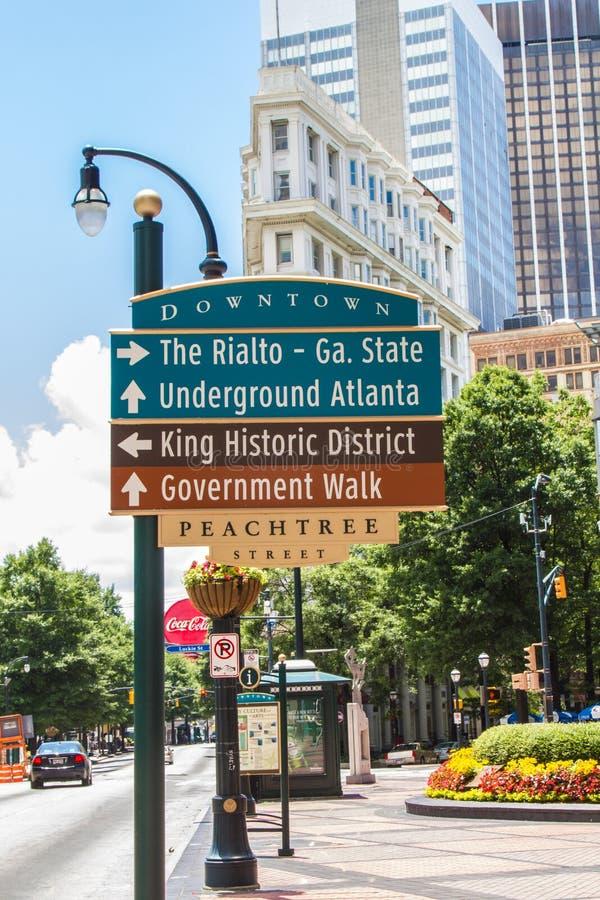 Im Stadtzentrum gelegene Straße Atlantas Peachtree stockbild