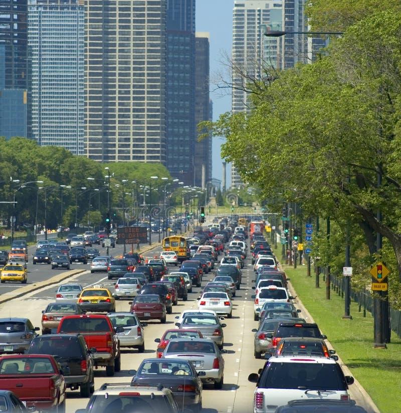 Im Stadtzentrum gelegene Straße an einem heißen Tag lizenzfreies stockfoto
