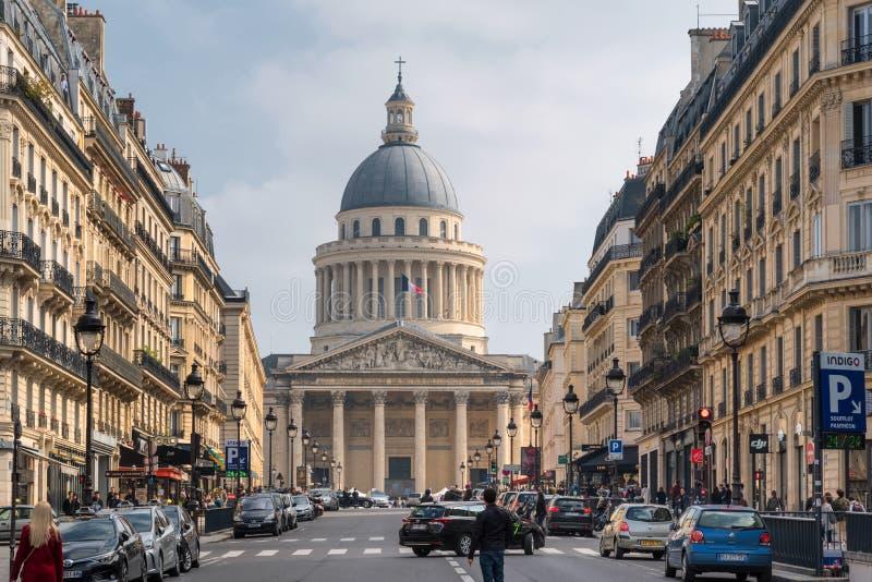 Im Stadtzentrum gelegene Straßenansicht Paris, reisend in Frankreich lizenzfreie stockfotografie