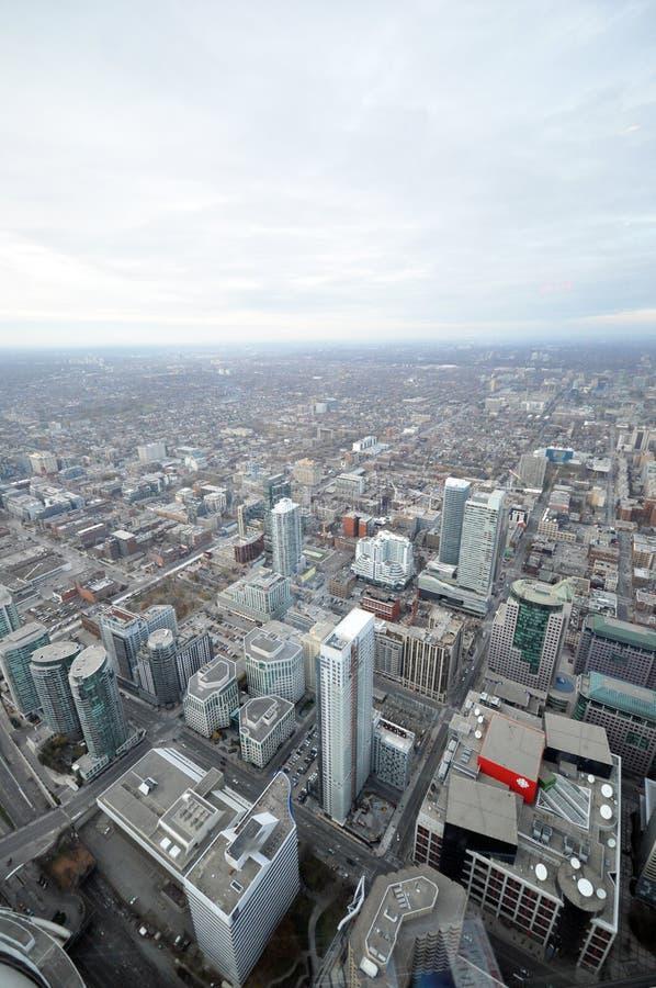 Im Stadtzentrum gelegene vertikale Ansicht Torontos lizenzfreies stockbild