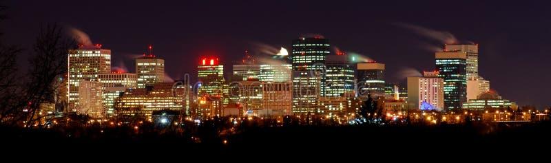 Im Stadtzentrum gelegene Winter-Nacht in Edmonton lizenzfreie stockfotografie