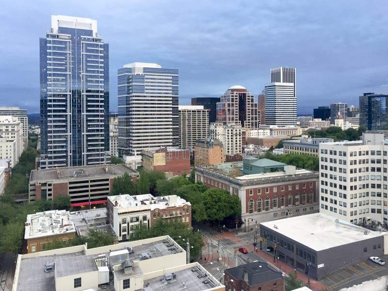 im Stadtzentrum gelegenem Portland heraus betrachten, Oregon lizenzfreies stockbild