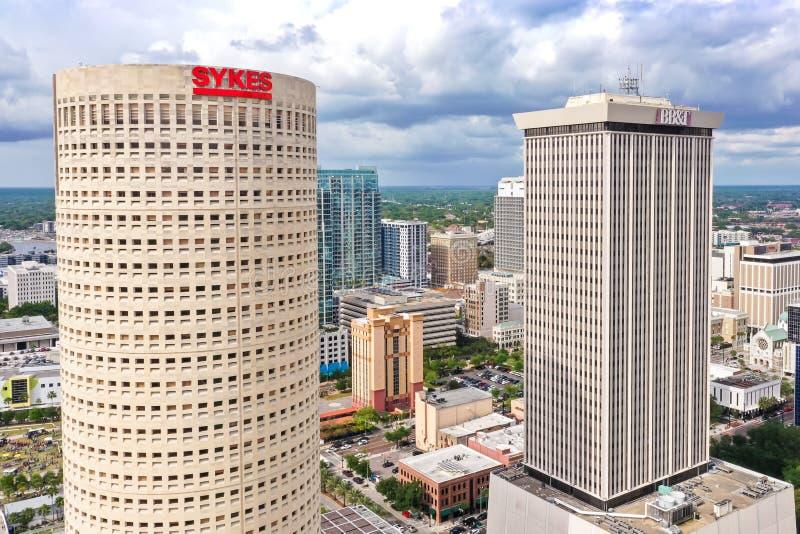 Im Stadtzentrum gelegener Skyline-Wolkenkratzer-Luftfoto Tampas, Florida stockfotografie