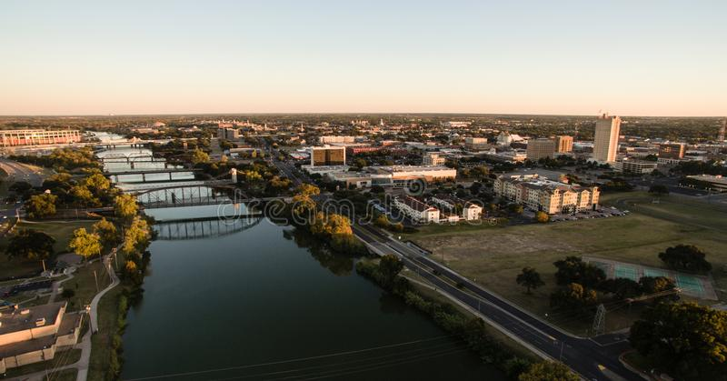 Im Stadtzentrum gelegener Waco Texas River Waterfront City Architecture lizenzfreies stockbild