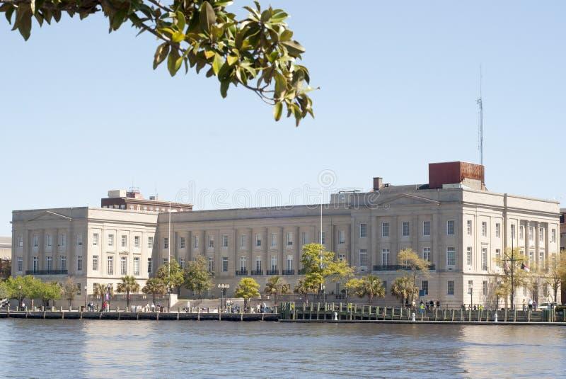 Im Stadtzentrum gelegener Wilmington, NC-Regierungs-Gebäude stockfoto
