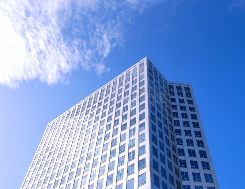 Im Stadtzentrum gelegener Wolkenkratzer lizenzfreie stockbilder