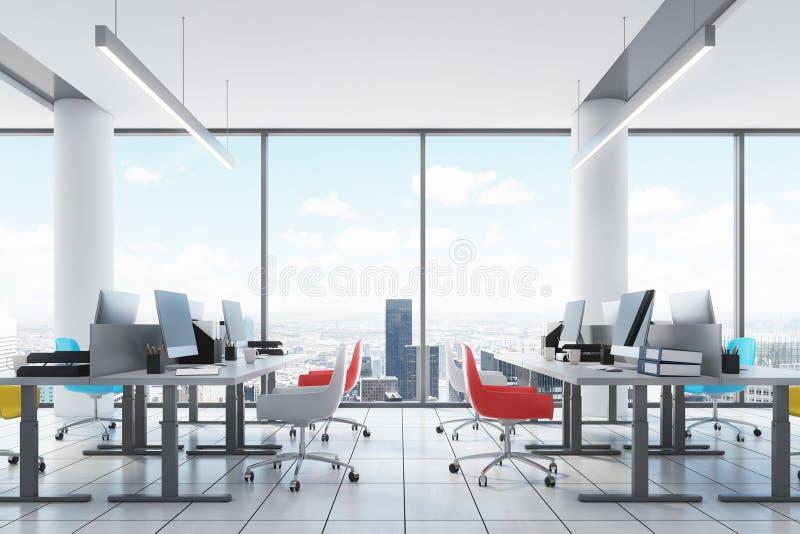 Im Stadtzentrum gelegenes Büro des Dachbodens Innen, farbige Stühle stock abbildung