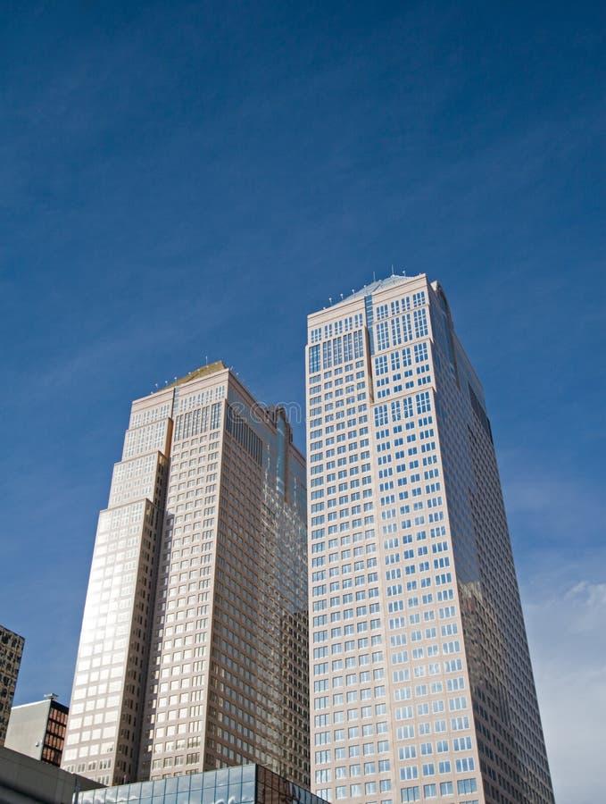 Im Stadtzentrum gelegenes Bürohaus stockfotografie