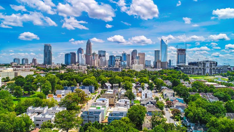 Im Stadtzentrum gelegenes Charlotte, North Carolina, USA-Skyline-Antenne stockbilder