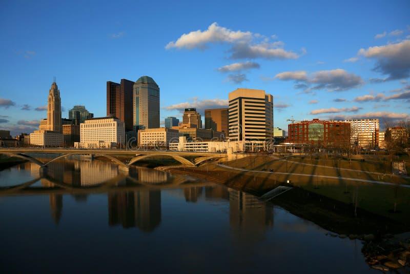 Im Stadtzentrum gelegenes Columbus, Ohio an der Dämmerung lizenzfreie stockfotos