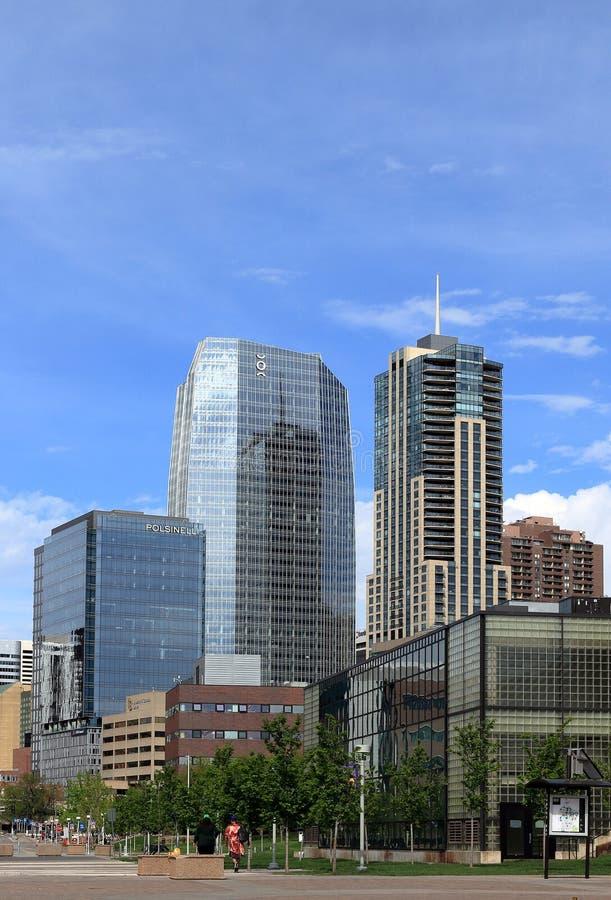 Im Stadtzentrum gelegenes Denver, Colorado, Stadtbild an einem sonnigen Tag lizenzfreie stockfotografie