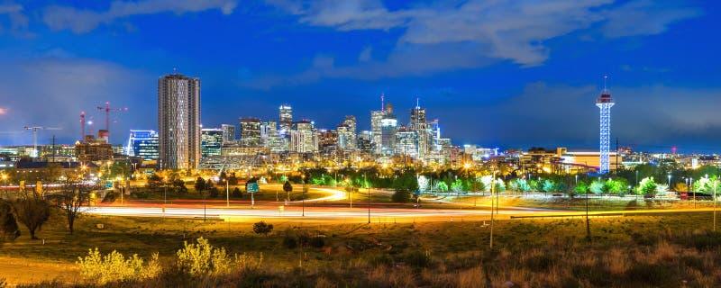 Im Stadtzentrum gelegenes Denver an der Ente lizenzfreie stockbilder