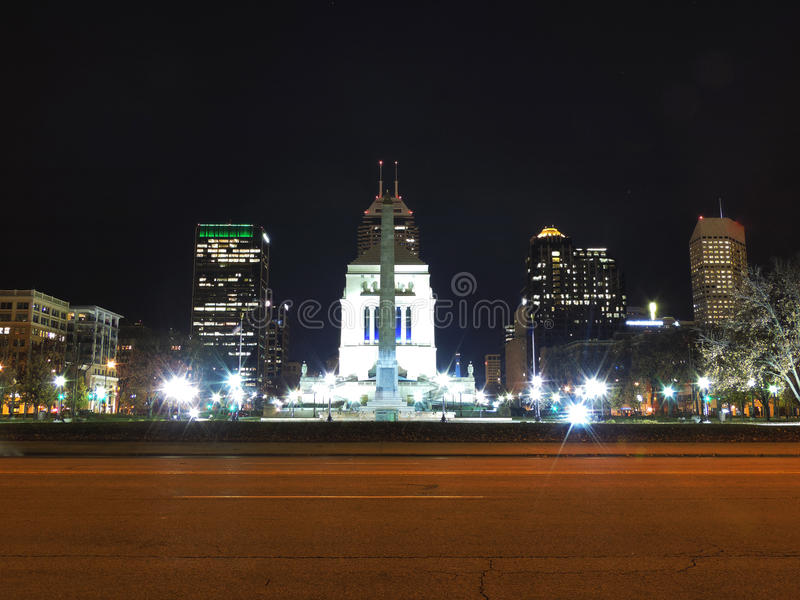 Im Stadtzentrum gelegenes Indianapolis nachts stockfoto