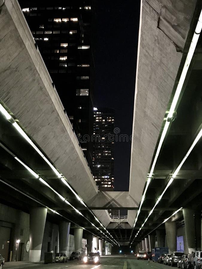 Download Im Stadtzentrum Gelegenes LA Stockbild - Bild von brücke, unter: 96932629