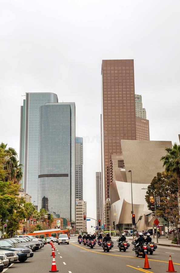 Im Stadtzentrum gelegenes Los Angeles mit dem Walt Disney-Konzertsaal lizenzfreie stockfotos