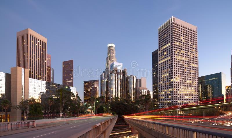 Im Stadtzentrum gelegenes Los Angeles nachts lizenzfreie stockfotografie