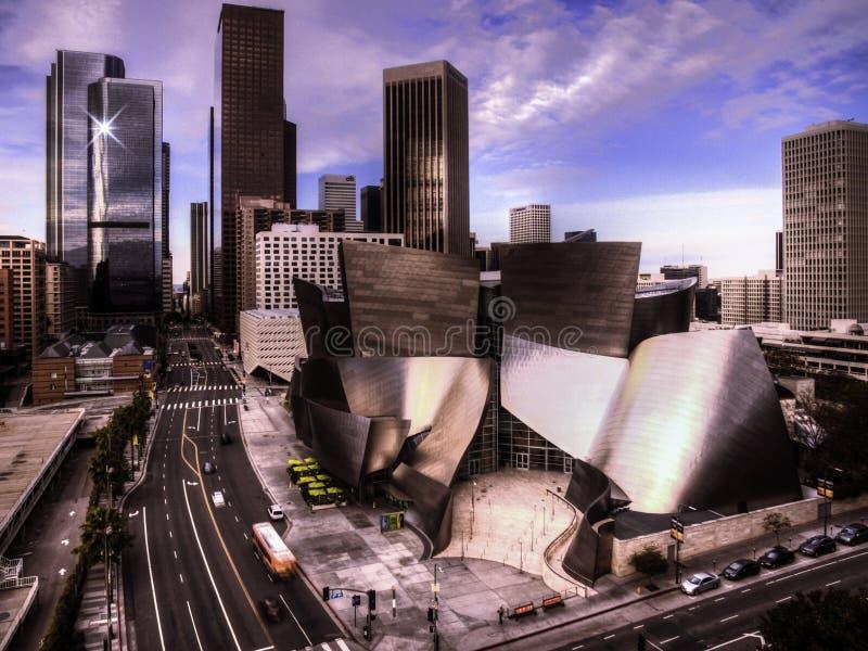 Im Stadtzentrum gelegenes Los Angeles und der Disney-Konzertsaal lizenzfreie stockbilder