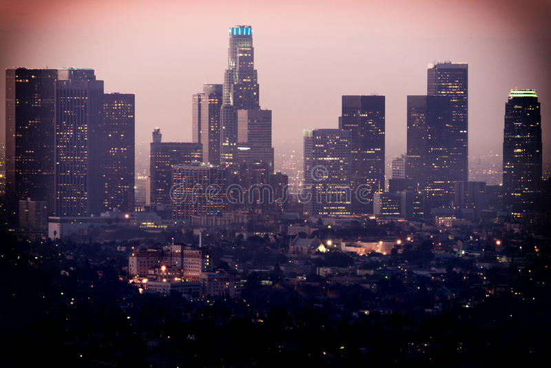 Im Stadtzentrum gelegenes Los Angeles, wie von Griffith Observatory gesehen stockfotografie
