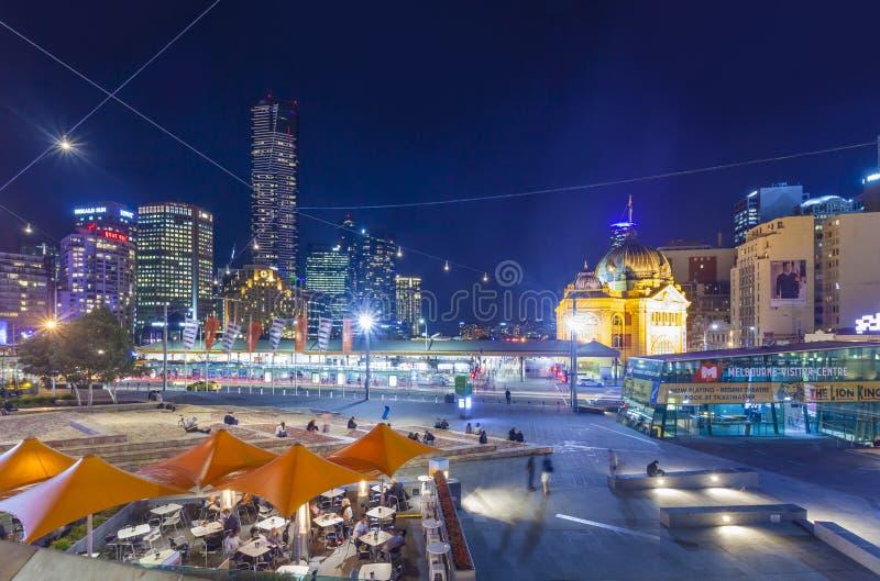 Im Stadtzentrum gelegenes Melbourne nachts stockfotos