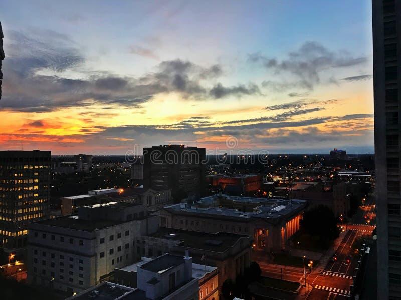 Im Stadtzentrum gelegenes Memphis bei Sonnenaufgang lizenzfreie stockfotos