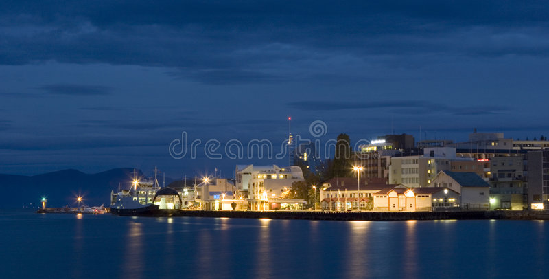 Im Stadtzentrum gelegenes Molde lizenzfreies stockfoto