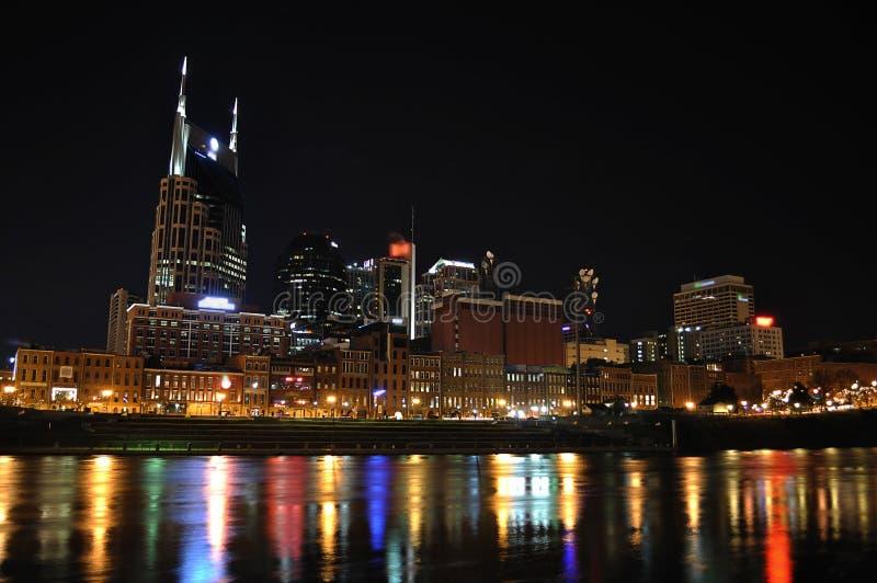 Im Stadtzentrum gelegenes Nashville nachts lizenzfreies stockfoto
