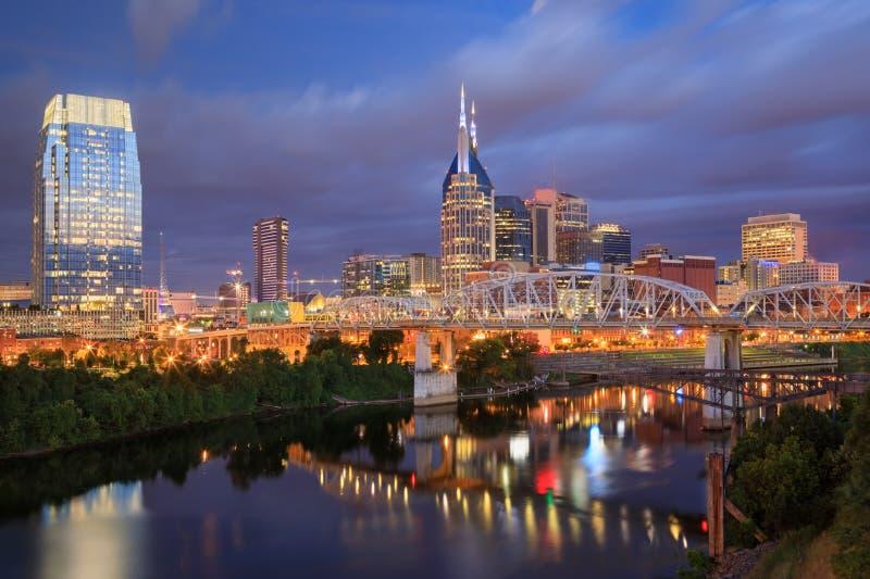 Im Stadtzentrum gelegenes Nashville Tennessee Skyline Blue Hour lizenzfreies stockbild