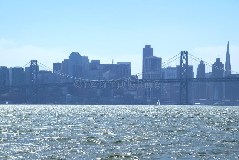 Im Stadtzentrum gelegenes San Francisco von über San Francisco Bay stockfotografie