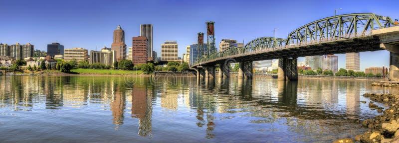 Im Stadtzentrum gelegenes Skyline-Panorama Portland-Oregon stockfotografie