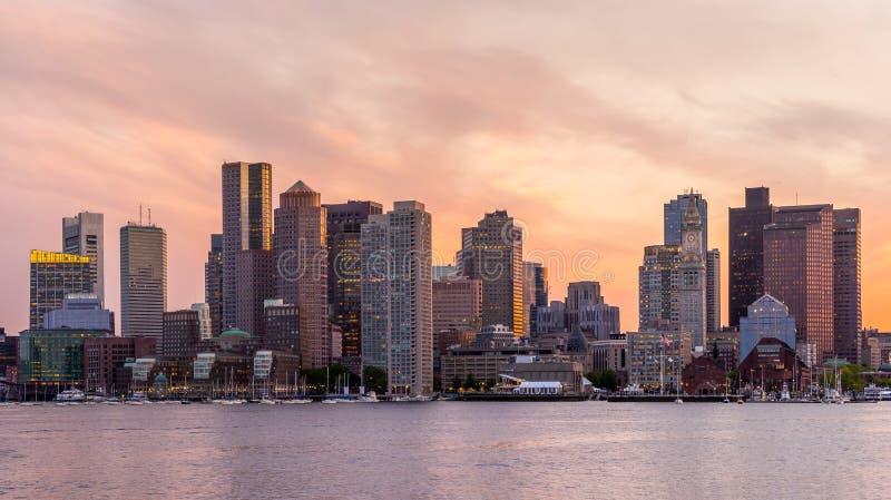 Im Stadtzentrum gelegenes Skylinepanorama Bostons stockbild