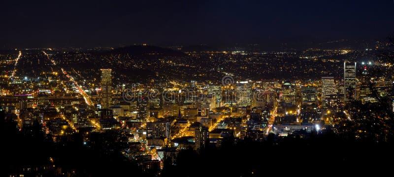 Im Stadtzentrum gelegenes Stadtbild Portland-Oregon nachts lizenzfreie stockfotos