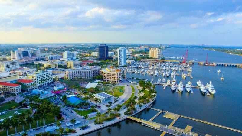 Im Stadtzentrum gelegenes West Palm Beach lizenzfreie stockbilder