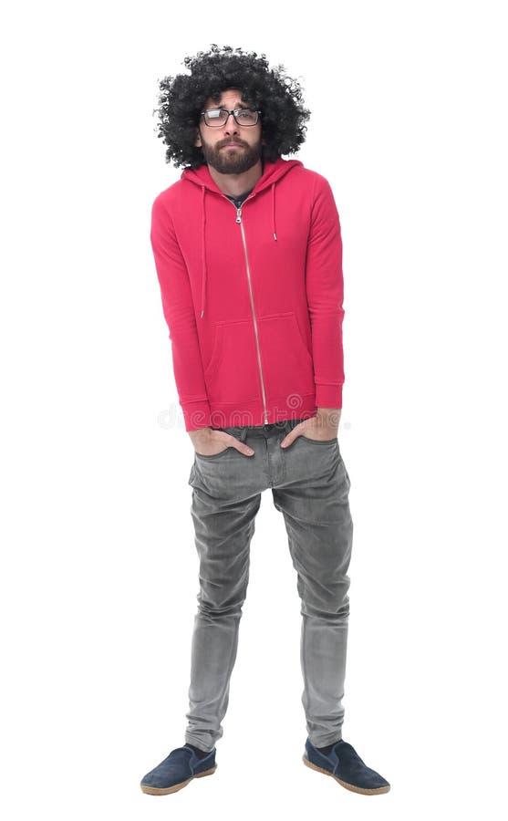 Im vollen Wachstum moderner Modemann in der roten Jacke stockbild