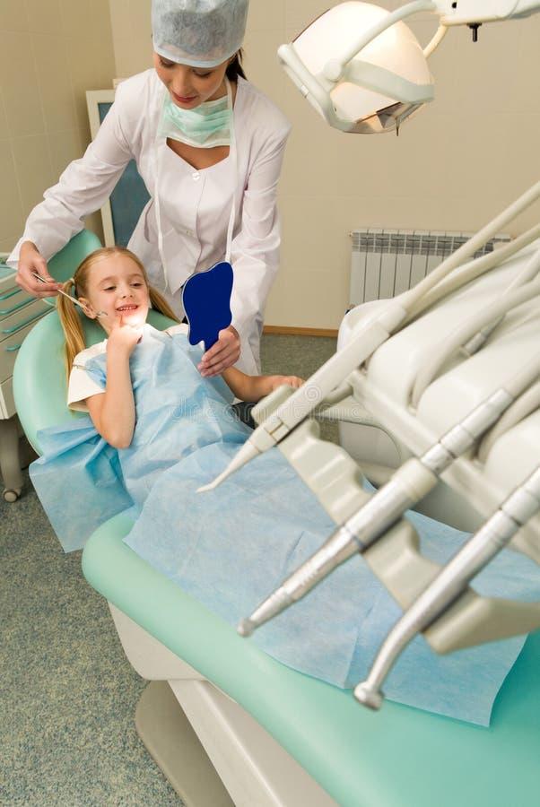 Im Zahnheilkundebüro stockfotos