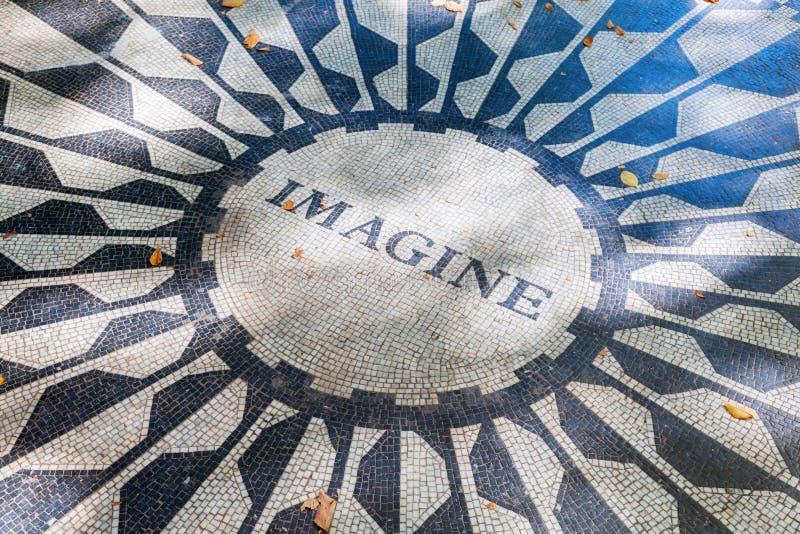 Imagínese el mosaico en el monumento de Strawberry Fields a John Lennon en Central Park, NYC imágenes de archivo libres de regalías