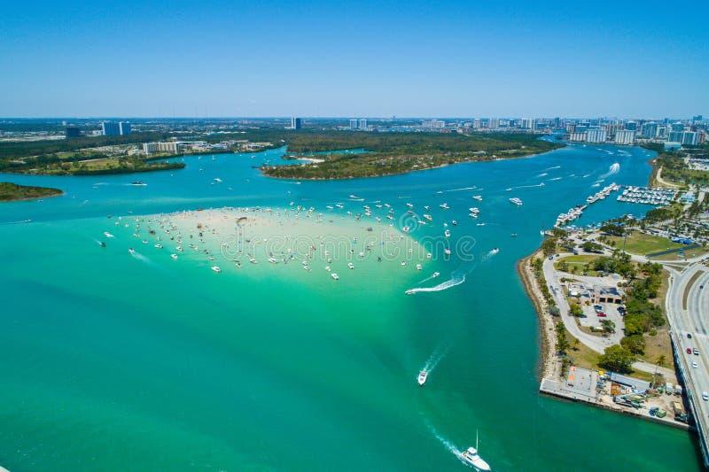 Image aérienne de bourdon de banc de sable de Miami la Floride de plage de Haulover avec photographie stock