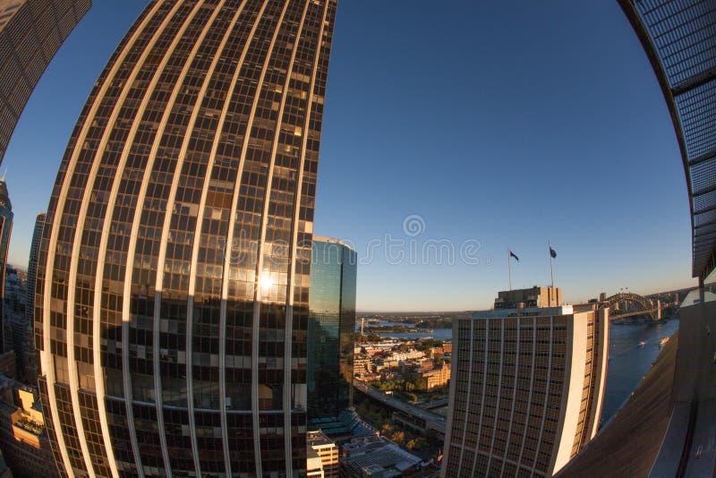 Image aérienne de paysage du bâtiment ayant beaucoup d'étages de la ville CBD de Sydney pendant sunrising, Australie images libres de droits