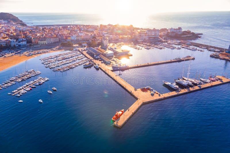 Image aérienne de paysage en Costa Brava, ville Palamos de port images libres de droits