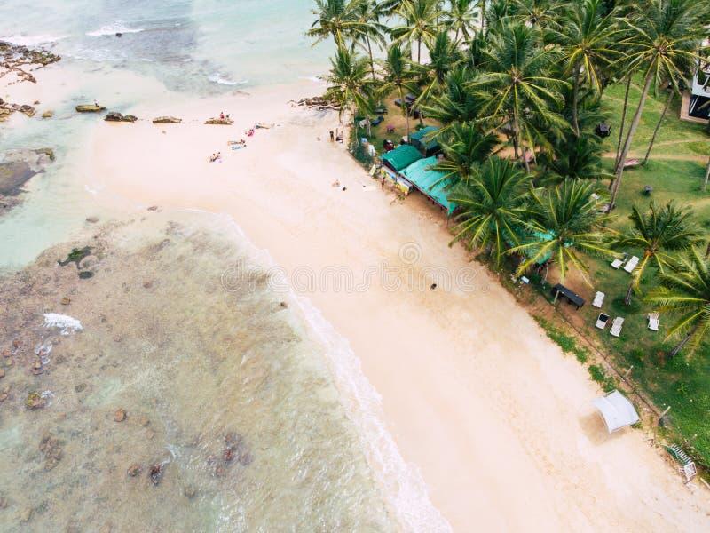 Image aérienne de vue supérieure de bourdon d'une belle possibilité éloignée renversante de mer image libre de droits