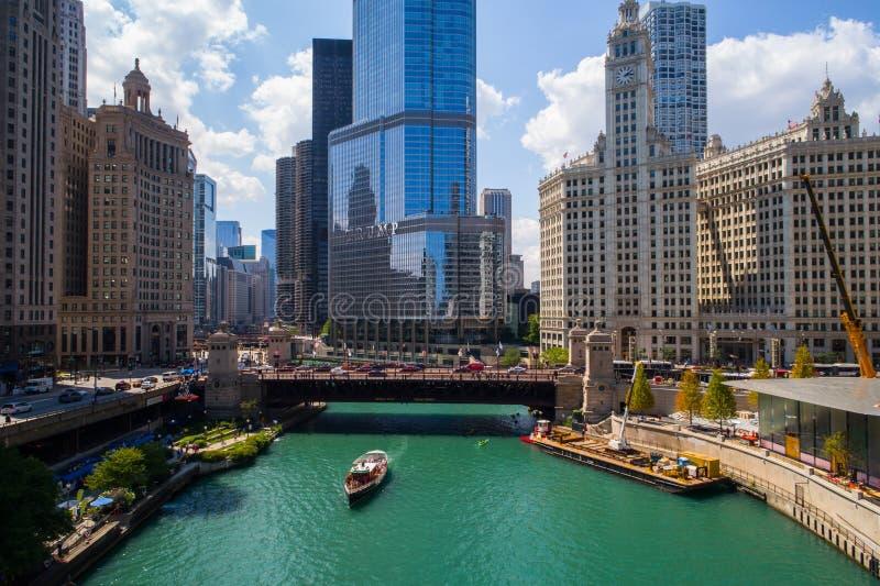 Image aérienne la rivière Chicago et tour d'atout image libre de droits