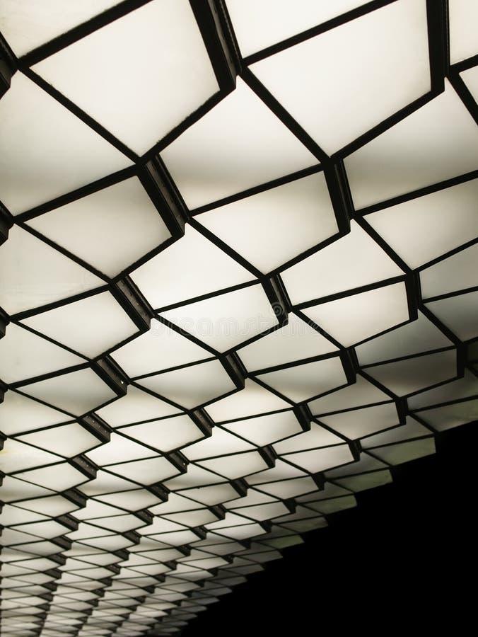 Image abstraite d'un plafond de modèle d'art déco avec des lumières photos stock