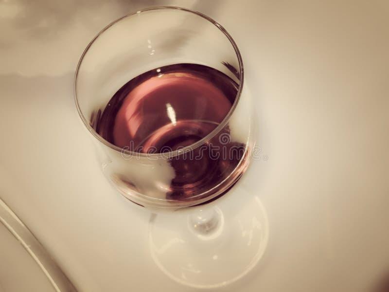 Image abstraite d'une glace de vin images libres de droits
