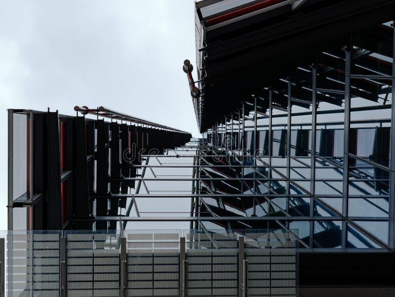 Image architecturale abstraite d'un extérieur de construction contemporain image stock