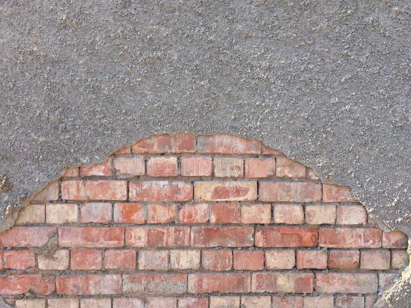 Bricks and concrete wall texture. The image of bricks wall is covered by concrete layer Textura de ladrillos y paredes de concreto royalty free stock photography