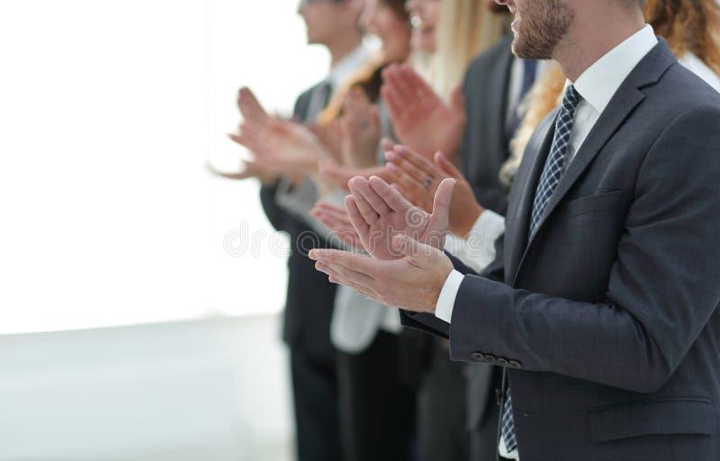 Image brouillée des applaudissements d'équipe d'affaires photo libre de droits