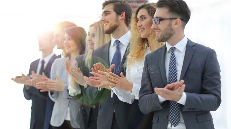 Image brouillée des applaudissements d'équipe d'affaires photo stock