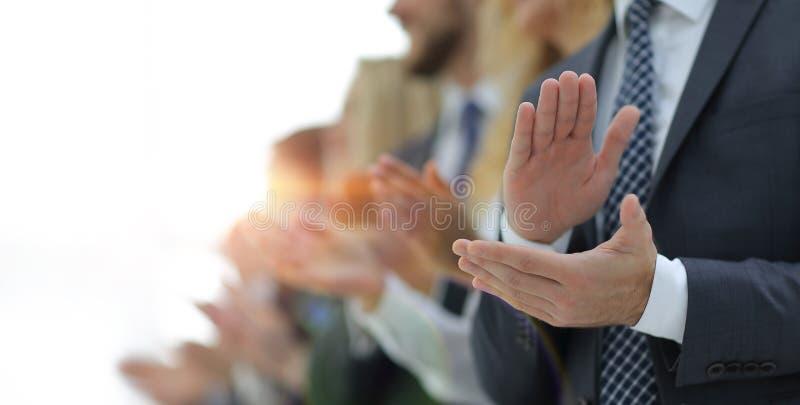Image brouillée des applaudissements d'équipe d'affaires photos libres de droits