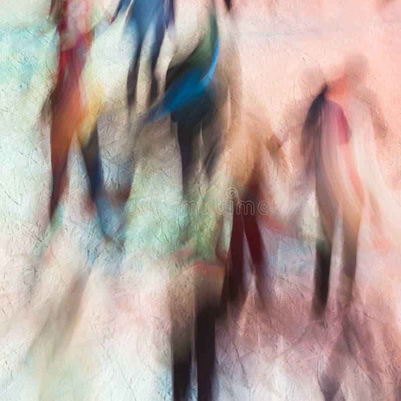 Image brouillée des silhouettes des personnes sur la piste de patinage en tant qu'anges multicolores Glace magique Fond de fête C photographie stock