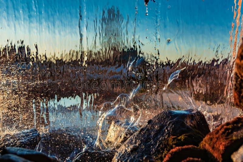 Image brouillée par l'eau en baisse photos stock