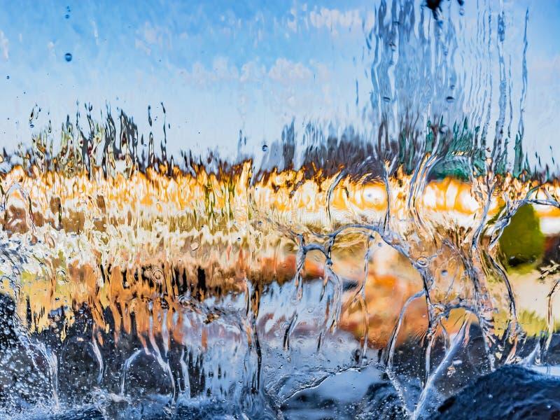 Image brouillée par l'eau en baisse photo stock